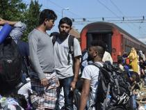 Wave of EU-bound migrants crosses into Serbia