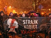 Poland: woman march nationwide to demand abortion rights
