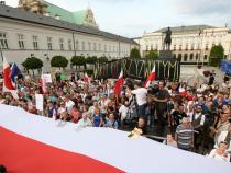 Poland: PM criticizes president for bill vetoes
