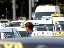 Croatia: taxi drivers block airports in anti-Uber protest
