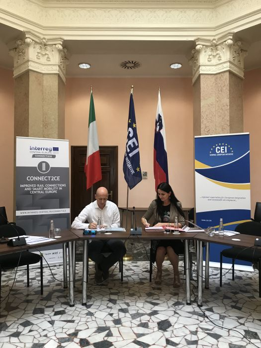 Trieste Trasporti and Slovenske Železnice (Slovenian railways) signed the amendment of the agreement for the extension of a new cross-border integrated public transport service (Trieste, 1 August 2019)